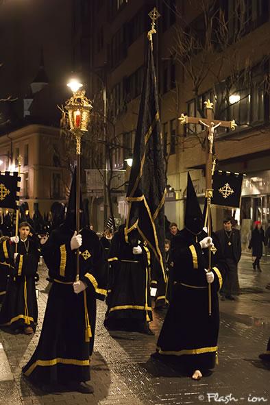 Curz Alzada liderando la procesión